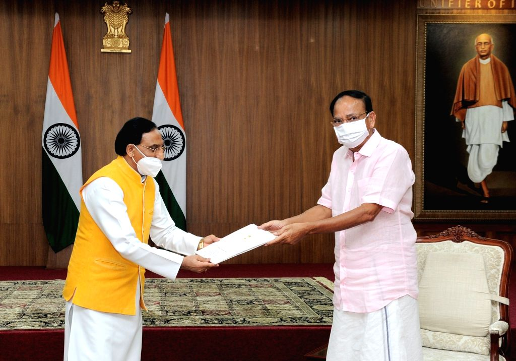 Vice President M. Venkaiah Naidu being handed over the final policy documents of the National Education Policy (NEP) 2020 by Union Education Minister Ramesh Pokhriyal ???Nishank???, in New ... - Ramesh Pokhriyal and M. Venkaiah Naidu