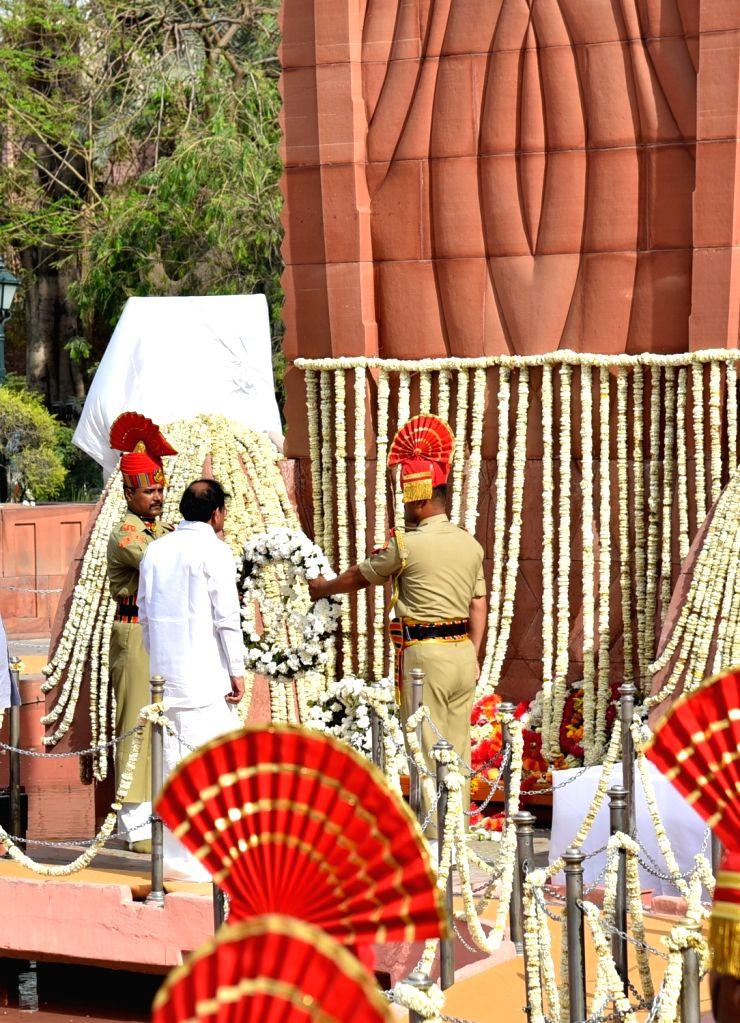 Vice President M. Venkaiah Naidu lays wreath on the martyrs of 1919 Jallianwala Bagh massacre on the 100th anniversary of the massacre, in Amritsar on April 13, 2019. - M. Venkaiah Naidu