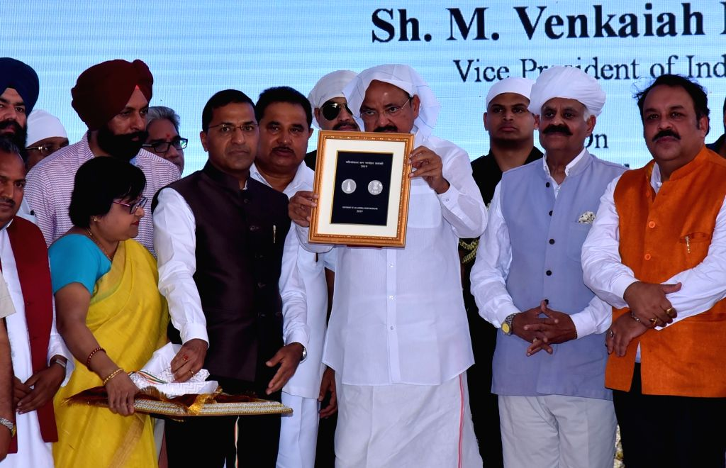 Vice President M. Venkaiah Naidu, Punjab Governor V.P. Singh Badnore and BJP MP Shwet Malik unveil the commemorative coin dedicated to Jallianwala Bagh memorial on the occasion of the 100th ... - M. Venkaiah Naidu, Malik and P. Singh Badnore