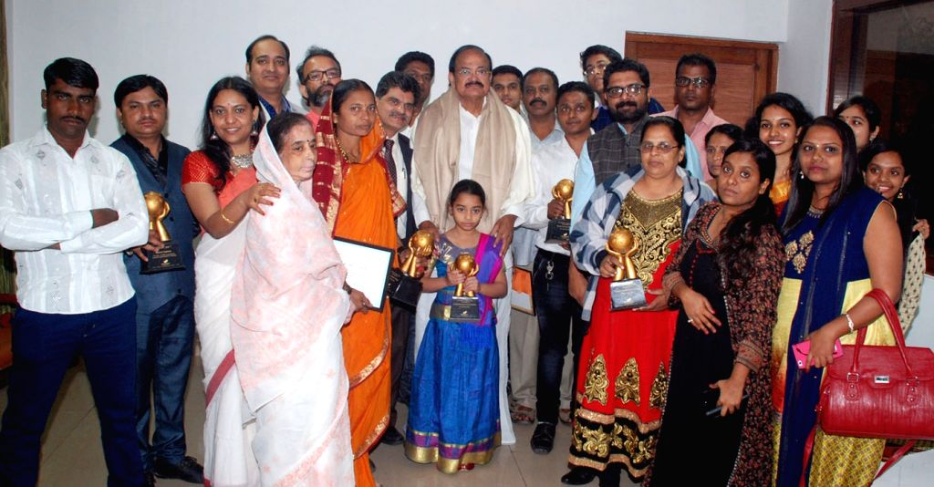 Vice President M. Venkaiah Naidu with the families of organ donors, during a programme organised by medical news portal 'My Medical Mantra' in New Delhi on Dec 4, 2017. - M. Venkaiah Naidu
