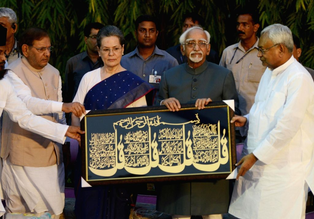 Vice-President Mohammad Hamid Ansari and Congress chief Sonia Gandhi with JD-U leaders Sharad Yadav and Nitish Kumar during an iftaar party  hosted by the party in New Delhi on June 26, ... - Sonia Gandhi, Sharad Yadav and Nitish Kumar
