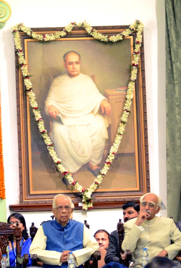 Vice-President Mohammad Hamid Ansari and West Bengal Governor Keshari Nath Tripathi  delivers Asiatic Society for Gandhi Memorial Lecture  in Kolkata on Oct 2, 2016. - Keshari Nath Tripathi