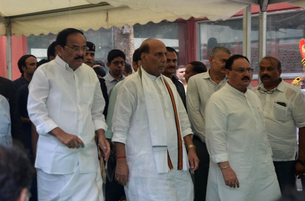 Vice President Venkaiah Naidu, Union Minister Rajnath Singh and BJP working President JP Nadda attend the last rites of former Finance Minister Arun Jaitley at Nigambodh Ghat in New Delhi ... - Rajnath Singh, Venkaiah Naidu and Arun Jaitley