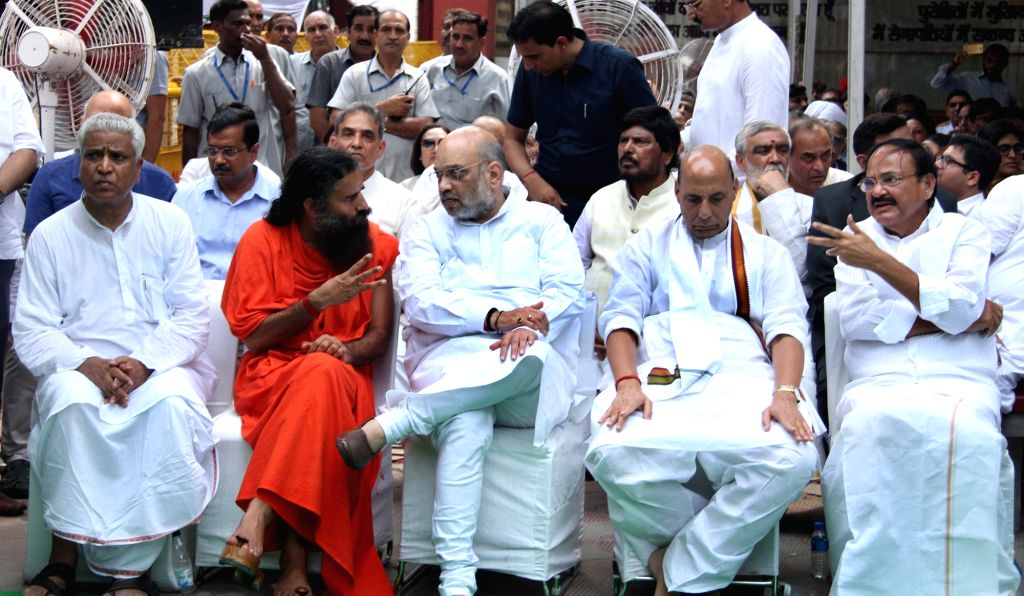 Vice President Venkaiah Naidu, Union Ministers Rajnath Singh, Amit Shah and yoga guru Baba Ramdev attend the last rites of former Finance Minister Arun Jaitley at Nigambodh Ghat in New ... - Arun Jaitley, Ministers Rajnath Singh, Amit Shah and Venkaiah Naidu