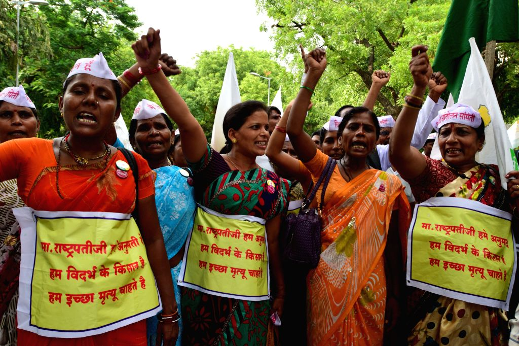 Vidarbh Rajya Andolan Samithi activists participating during a march to Rashtrapati Bhavan in support of their demands of seperate Vidarbh state or let us die in New Delhi on July 24, 2014.