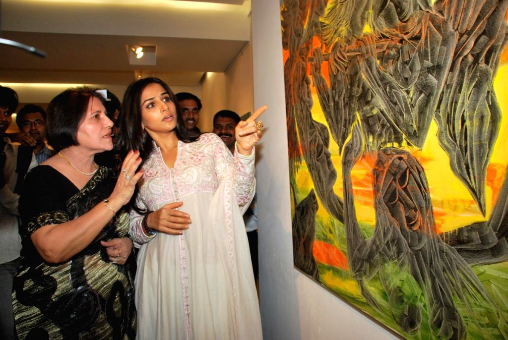 Vidya Balan at Kiran Chopra's art exhibition.