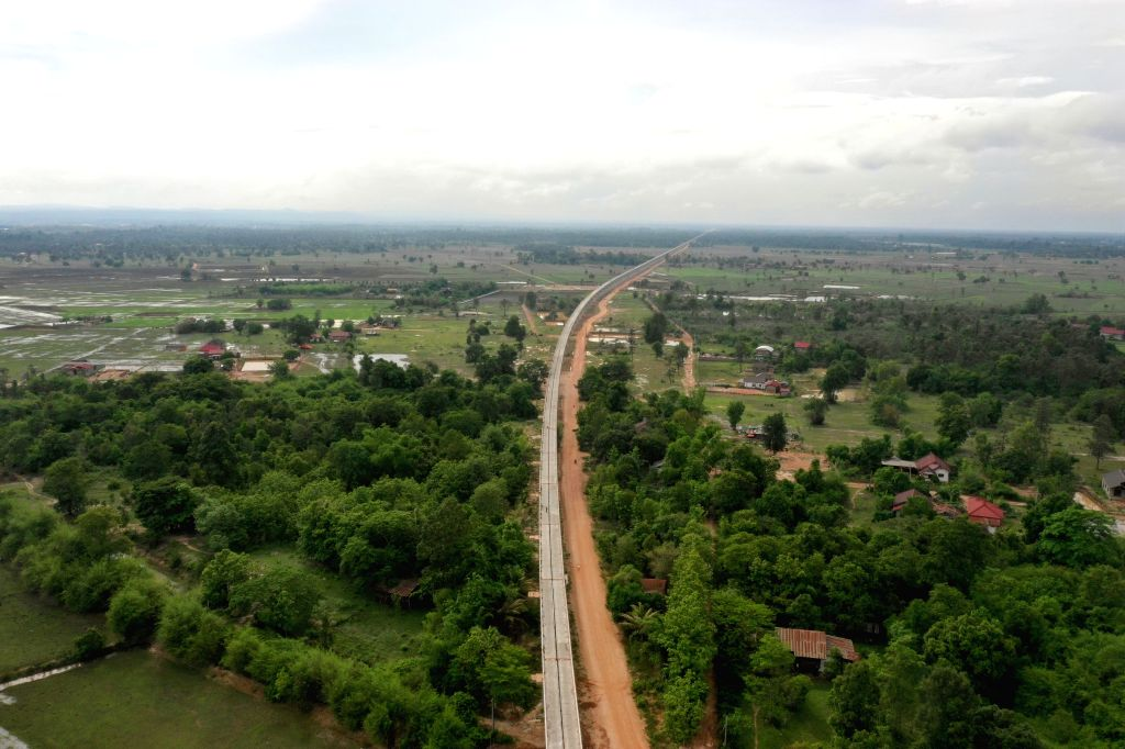 VIENTIANE, June 1, 2019 - Aerial photo taken on June 1, 2019 shows the Nam Khone super major bridge under construction in Laos. The last T-shaped beam was laid between two piers of the Nam Khone ...