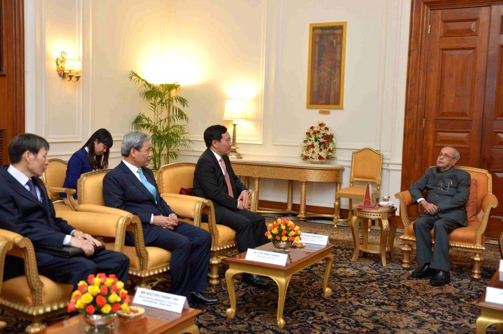 Vietnam Deputy Prime Minister Pham Binh Minh calls on President Pranab Mukherjee at Rashtrapati Bhavan in New Delhi on July 4, 2017. - Pham Binh Minh and Pranab Mukherjee