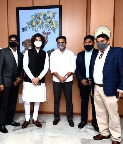 Vijay Deverakonda Invests in Electric Mobility.