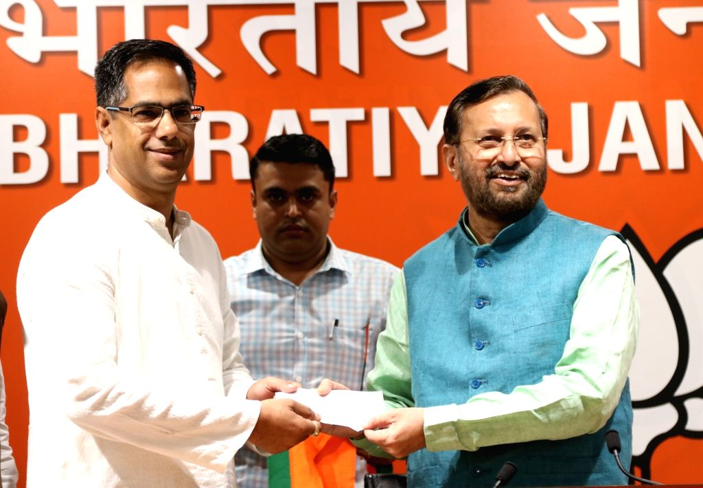 Vijay Singh Bainsla, son of Gurjar Arakshan Sangharsh Samiti leader Kirori Singh Bainsla, joins BJP in the presence of Union Minister Prakash Javadekar, in New Delhi, on April 10, 2019. - Prakash Javadekar, Vijay Singh Bainsla and Kirori Singh Bainsla