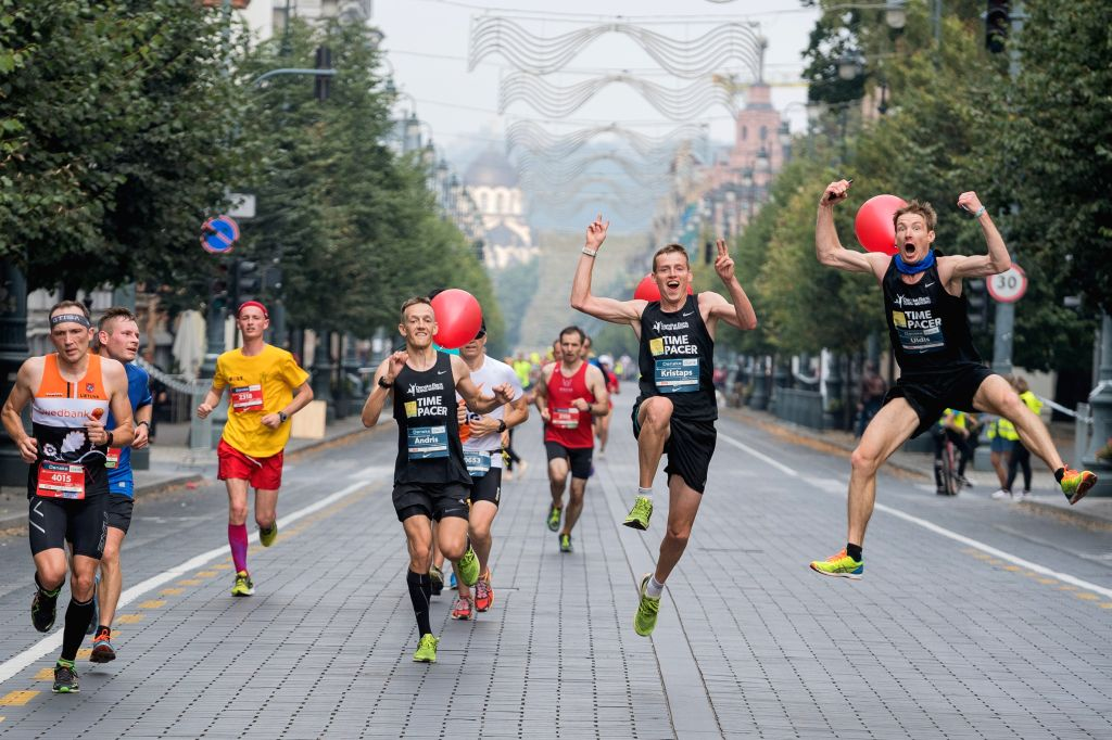 VILNIUS, Sept. 12, 2016 - Athletes react during the 2016 Vilnius Marathon, in Vilnius, Lithuania, Sept. 11, 2016. Around 15000 athletes attended the full marathon and half marathon match on Sunday.