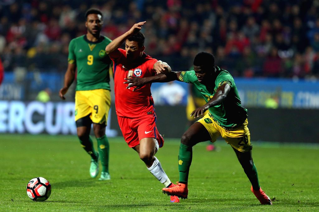 VINA DEL MAR, May 28, 2016 - Image provided by the Football Federation of Chile (ANFP, for its acronym in Spanish) shows Chile's Alexis Sanchez (C) vying with Kemar Lawrence of Jamaica during the ...