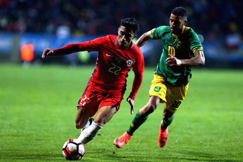 VINA DEL MAR, May 28, 2016 - Image provided by the Football Federation of Chile (ANFP, for its acronym in Spanish) shows Chile's Edson Puch (L) vying with Joel Mcanuff of Jamaica during the ...