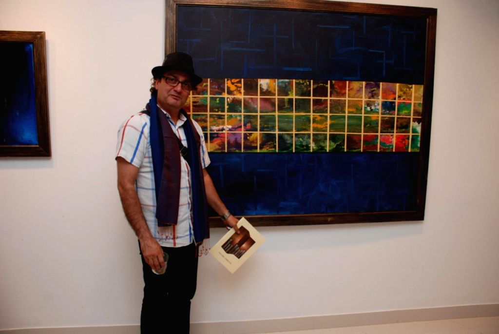 Vinay Pathak at Gouri Sahni's Jehangir Art Gallery on May 4 2009.