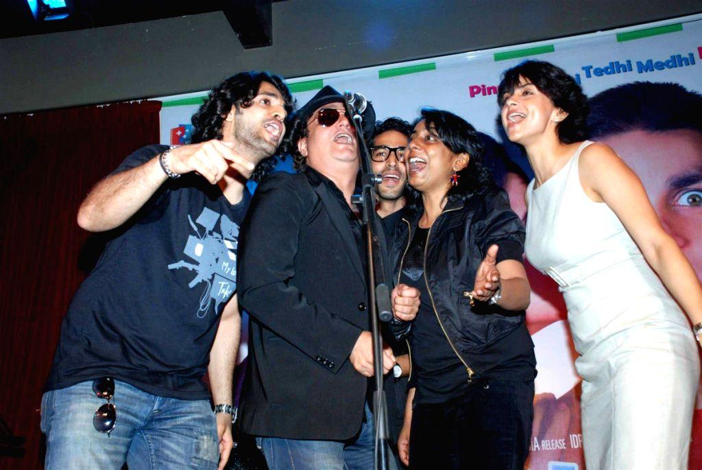 Vinay Pathak, Gul Panag and Siddharth Makkar at Straight film music launch. - Gul Panag