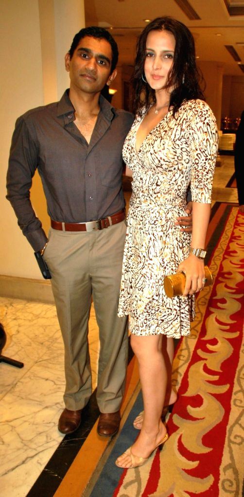 Vinod Nair with Tulip Joshi at the Payal Gidwani's wedding.