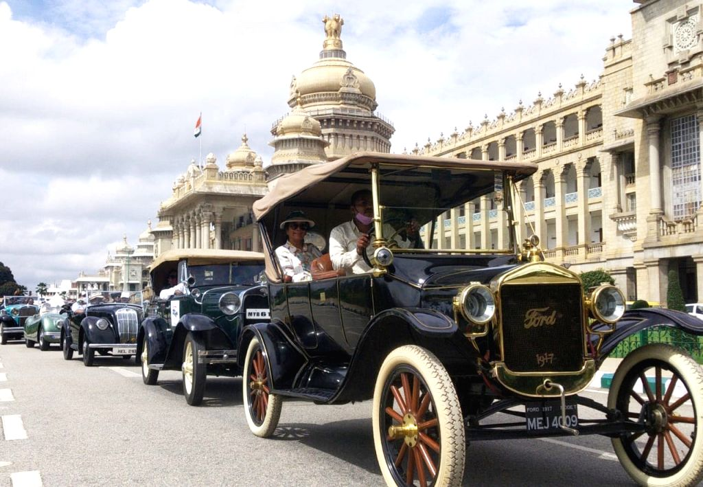 Vintage bike and car rally to create awareness on Wildlife Conservation on the occasion of 67th Wildlife Week 2021 at Vidhana Soudha in Bengaluru October 03, 2021 .(PHOTO:IANS/Dhananjay ... - Dhananjay Yadav