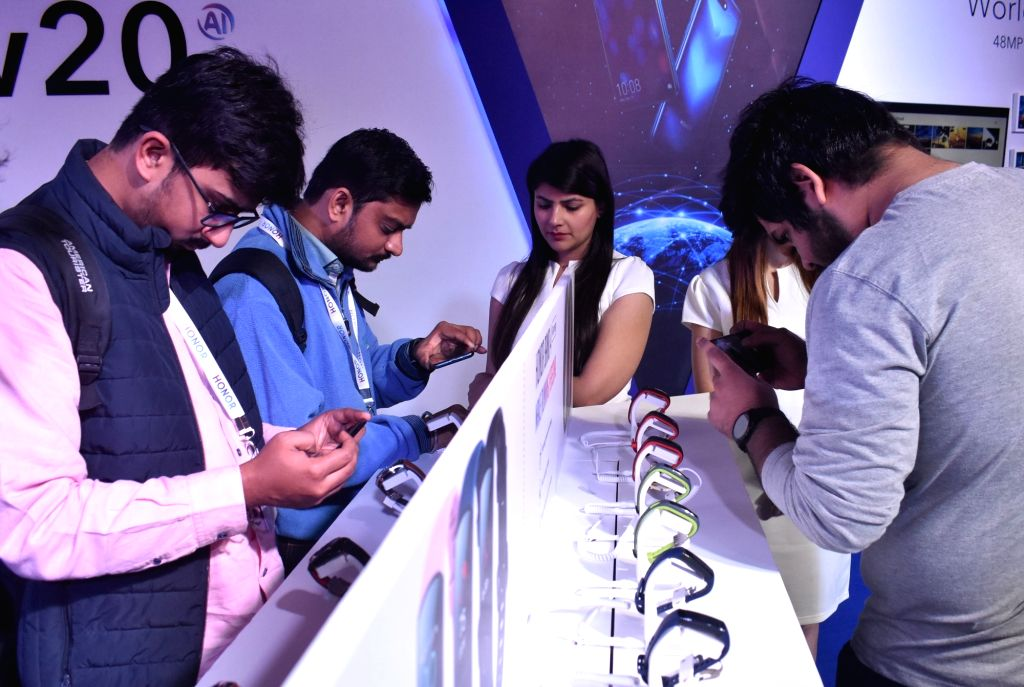 Visitors check out the newly launched Honor Band 4 in Gurugram, on Jan 29, 2019. Honor today launched View 20 smartphone, Watch Magic and Honor Band 4.