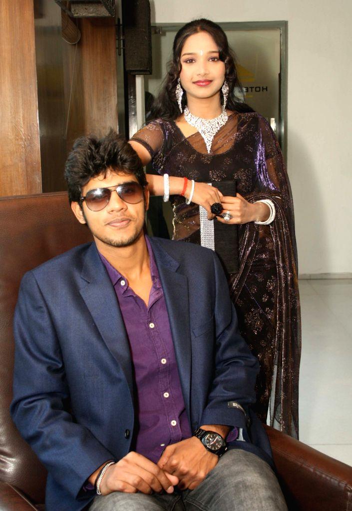 """Visvesh and Ray  at a press conference for  film """"Aaj Ki Freedom"""", at Zaffran, in New Delhi .(Photo:IANS/Amlan)"""