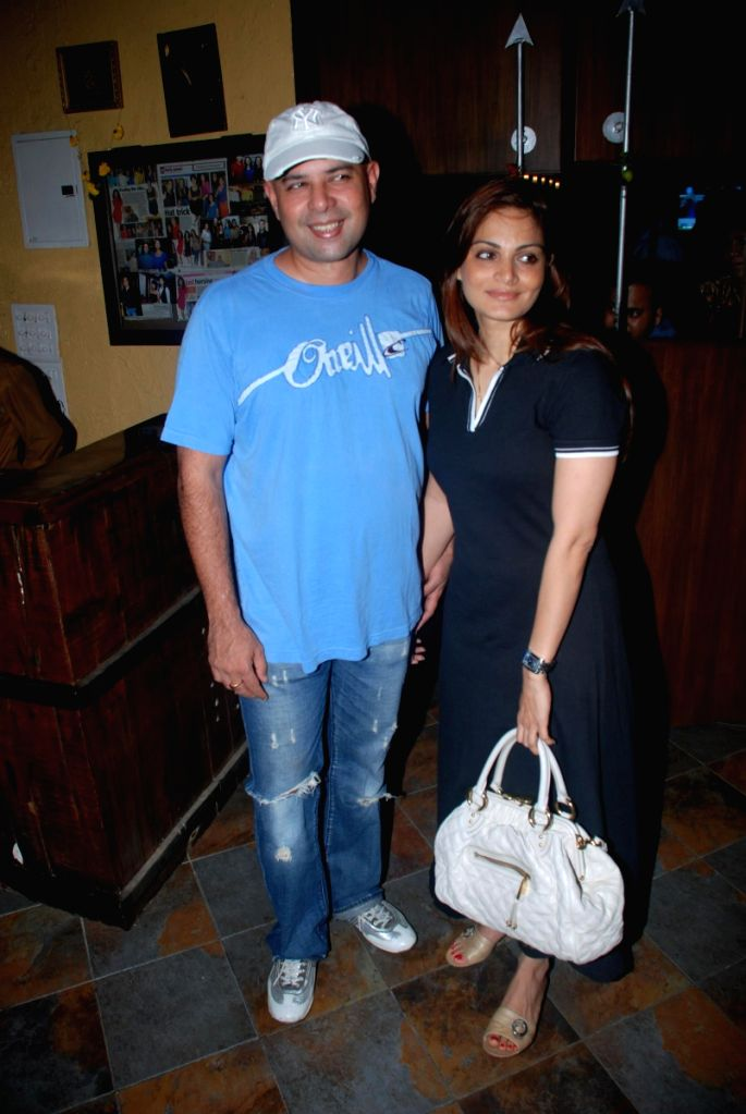 Vivek Agnihotri at Mr india Sanjay Chaddha's bash at Derby Cafe.