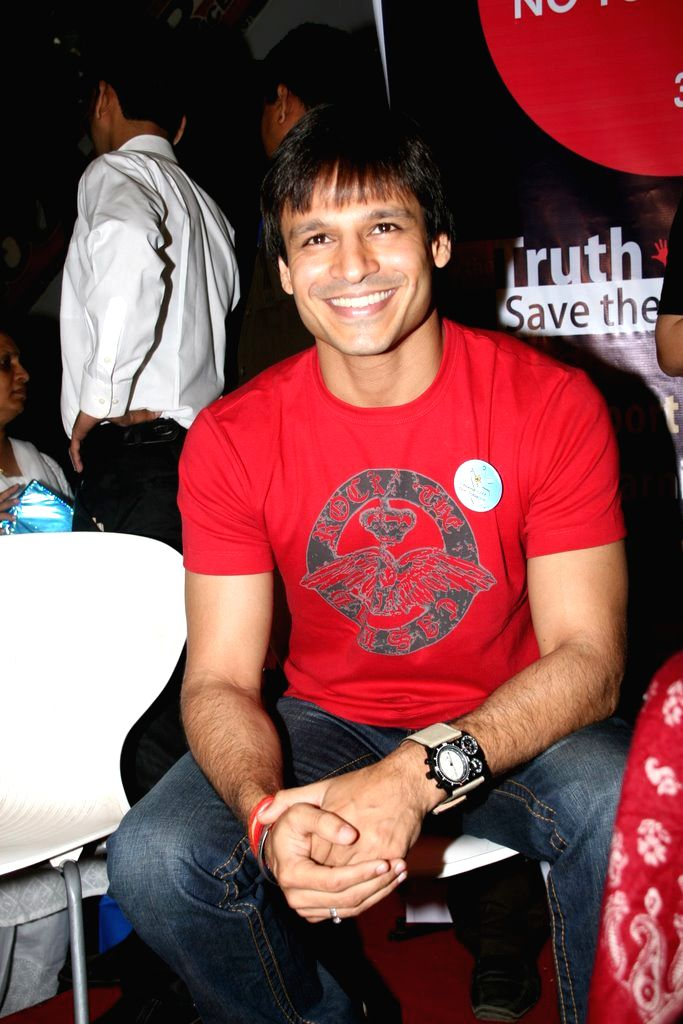 "Vivek Oberoi at ""no tobbaco campaign""."