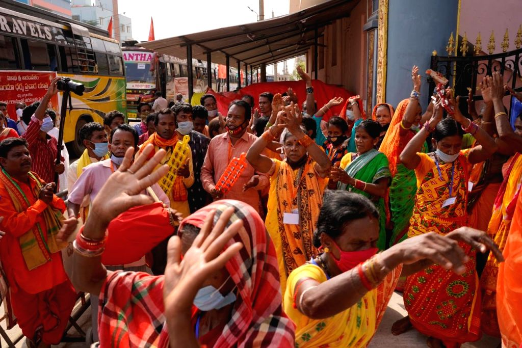 Vizag Sarada Peetam seer to submit report on temples to govt