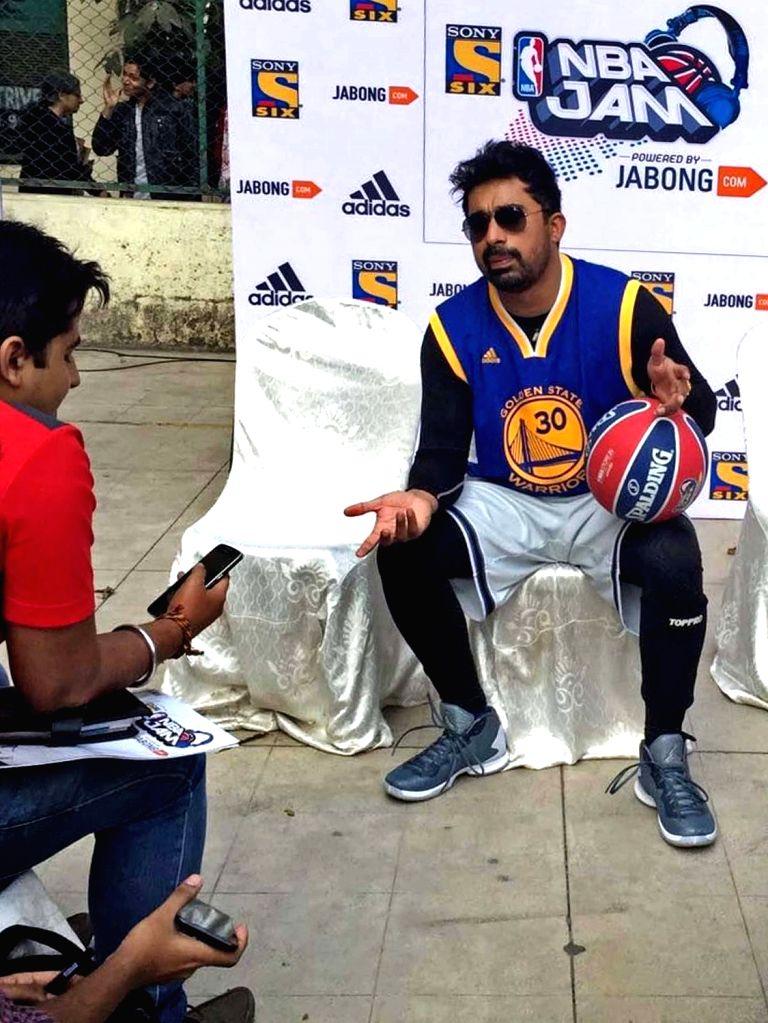 VJ and actor Rannvijay Singh during interactive Basketball Youth Festival in Kolkata on Jan 22, 2016. - Rannvijay Singh