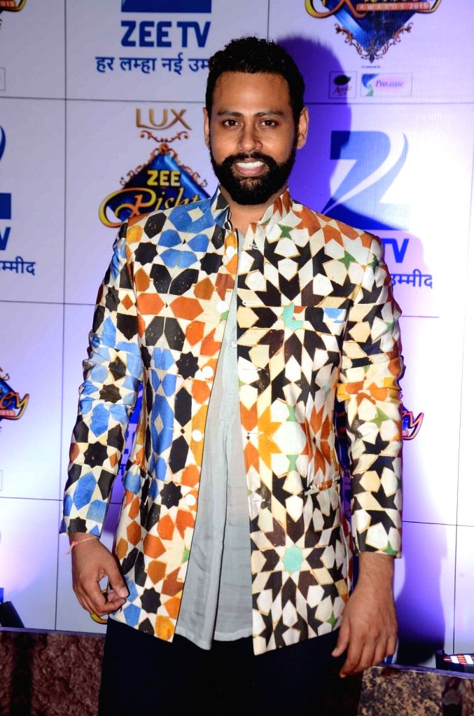 VJ Andy during the red carpet of Zee Rishtey Awards 2015, in Mumbai on November 21, 2015.