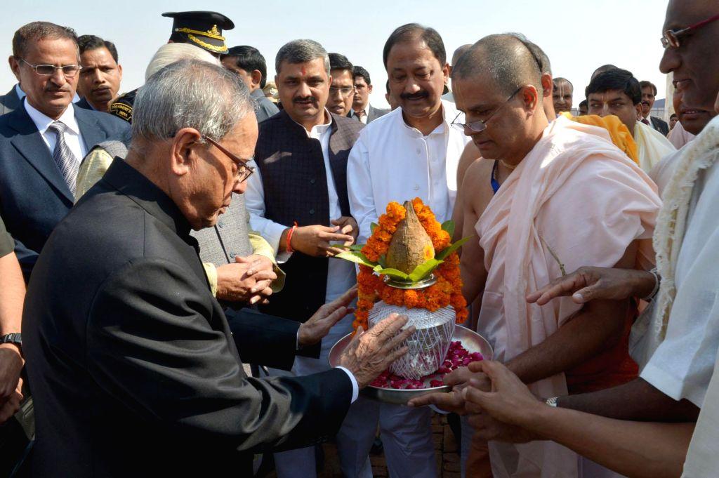 President Pranab Mukherjee attends Anantha Sthapana Puja at Vrindavan Chandrodaya Mandir, in Uttar Pradesh on Nov 16, 2014. - Pranab Mukherjee