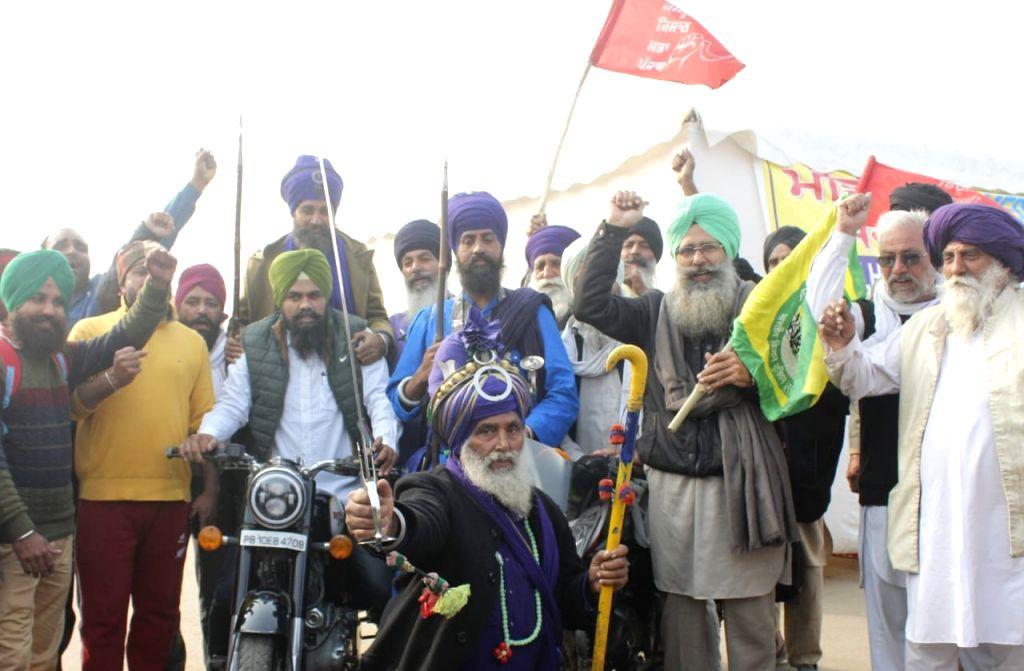 Waheguruji giving us strength & motivation, say old farmers at Singhu
