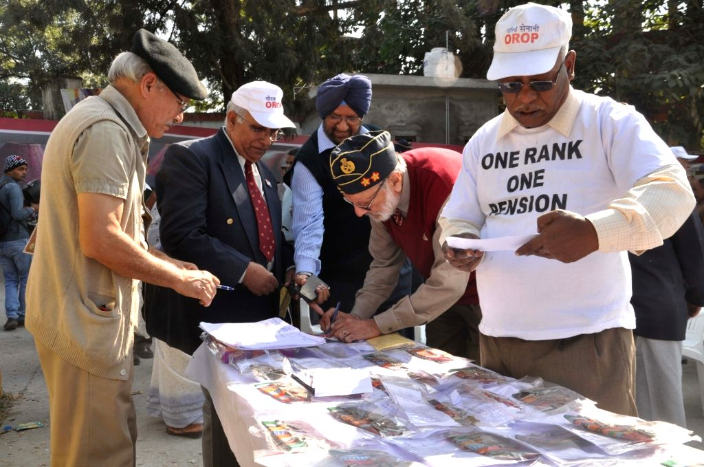 War veterans return their medals to protest against the delay in implementation of OROP in Dehradun on Nov 16, 2015.