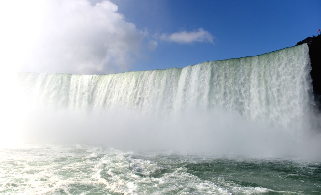 Photo taken on Aug. 17, 2014 shows the Niagara Falls near the border between the United States and Canada.