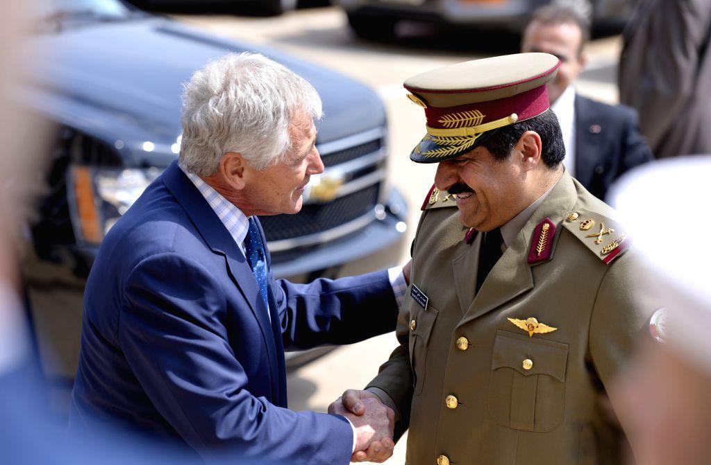 U.S. Defense Secretary Chuck Hagel (L) hosts an honor cordon to welcome Qatar's Minister of State for Defense Affairs Hamad  bin Ali al Attiyah in Pentagon,