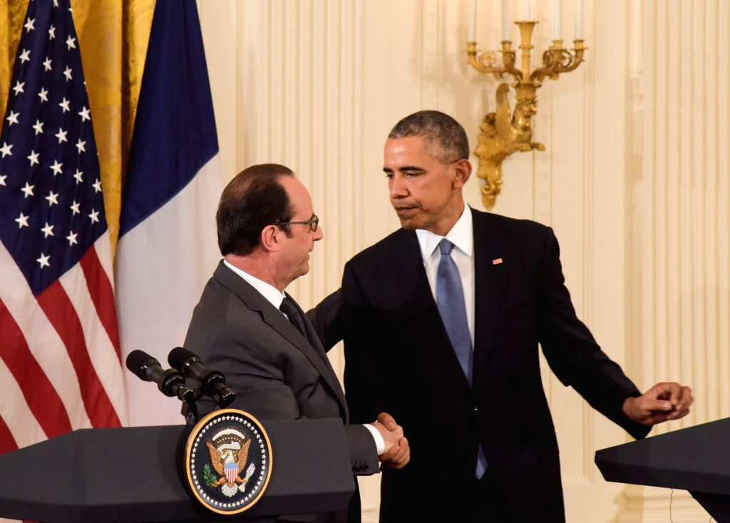 U.S. President Barack Obama(R) and French President Francois Hollande attend a press conference in Washington D.C., the United States, on Nov. 24, 2015. ...