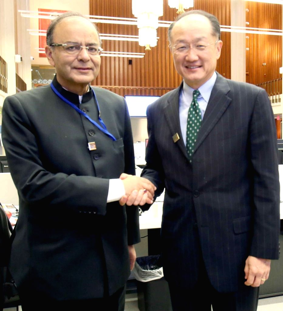Washington DC: Union Minister for Finance, Corporate Affairs and Defence Arun Jaitley meeting the President of World Bank Group, Dr. Jim Yong Kim, in Washington DC on April 15, 2016. - Arun Jaitley