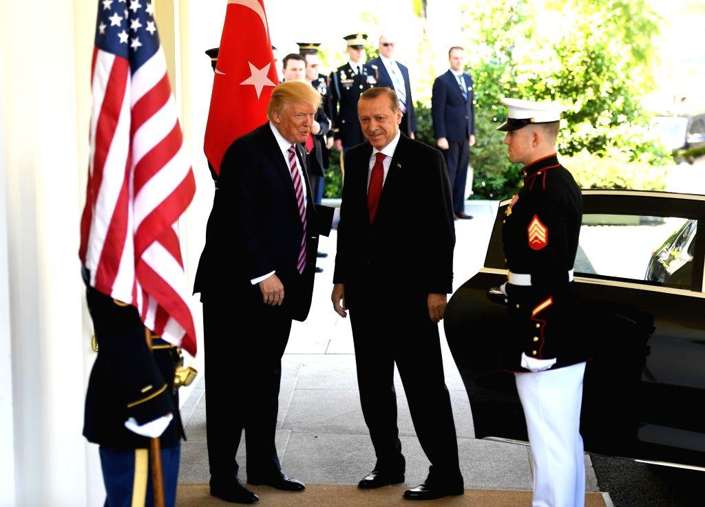 WASHINGTON, May 16, 2017 (Xinhua) -- U.S. President Donald Trump (C-L) welcomes Turkish President Recep Tayyip Erdogan (C) at the White House in Washington D.C., the United States, on May 16, 2017. U.S. President Donald Trump and his Turkish counterp