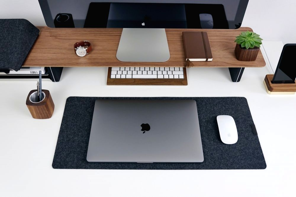 Ways to make your office desk clutter-free.