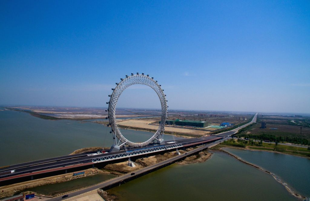 WEIFANG, May 17, 2017 - Aerial photo taken on May 17, 2017 shows a centerless ferris wheel located in Weifang City, east China's Shandong Province. The ferris wheel, whose diameter is 125 meters, has ...