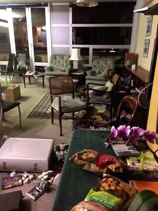 WELLINGTON, Nov. 13, 2016 - Photo taken on Nov. 14, 2016 (local time) shows a living room of a house in Wellington, New Zealand. A major earthquake rocked South Island of New Zealand in the wee hours ...