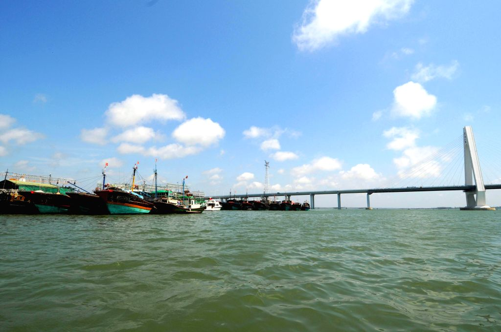 Photo taken on May 16, 2014 shows fishing vessels docking at the Qinglan port in Wenchang, south China's Hainan province. The two-and-half-month summer fishing ...