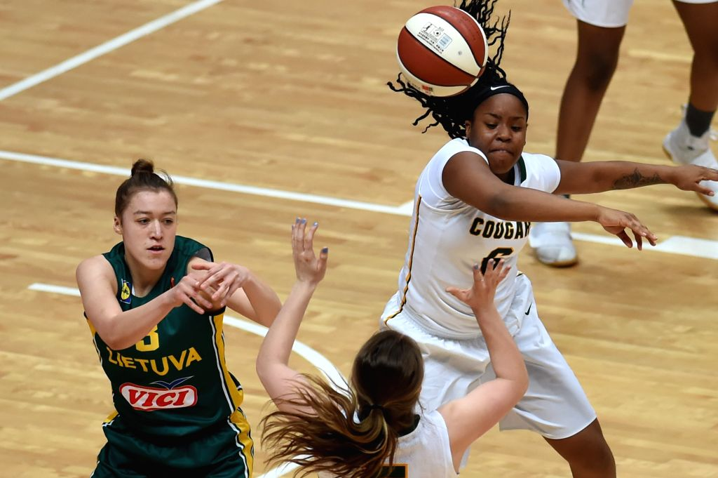 WENG'Canada's Kyia Pingue-Giles (R) passes the ball during the third-place-final against Lithuania at 2017 ATLAS International Youth Women's Basketball tournament held ...