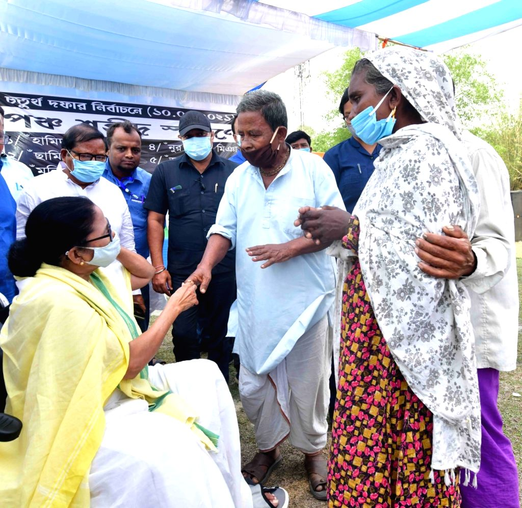West Bengal Chief Minister and TMC supremo Mamata Banerjee met with families of Cooch Behar,s Sitalkuchi victims at North Bengal in West Bengal on Apr 14, 2021. - Mamata Banerjee
