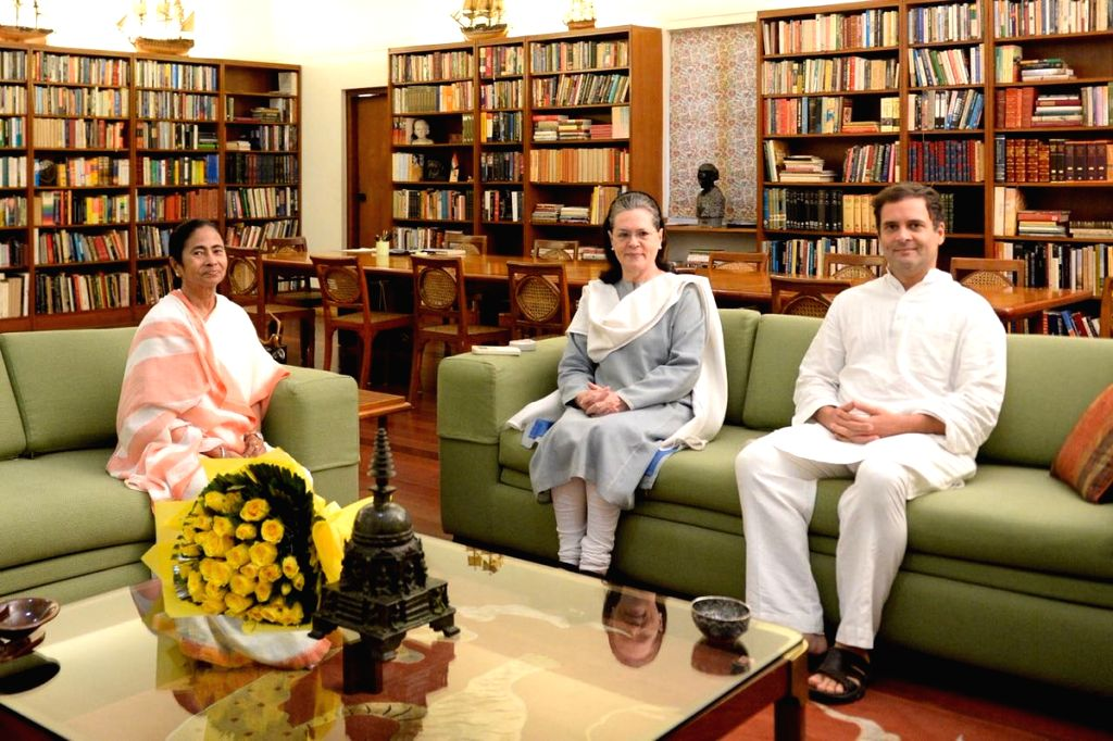 West Bengal Chief Minister and TMC supremo Mamata Banerjee meets Congress leaders Sonia Gandhi and Rahul Gandhi, in New Delhi on Aug 1, 2018. - Mamata Banerjee, Sonia Gandhi and Rahul Gandhi