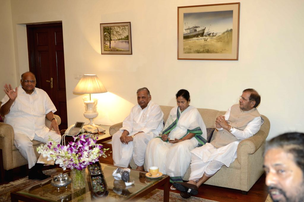 West Bengal Chief Minister and Trinamool Congress supremo Mamata Banerjee with JD(U) chief Sharad Yadav and SP chief Mulayam Singh Yadav during a meeting at Sharad Pawar's residence in New ... - Mamata Banerjee, Sharad Yadav and Mulayam Singh Yadav
