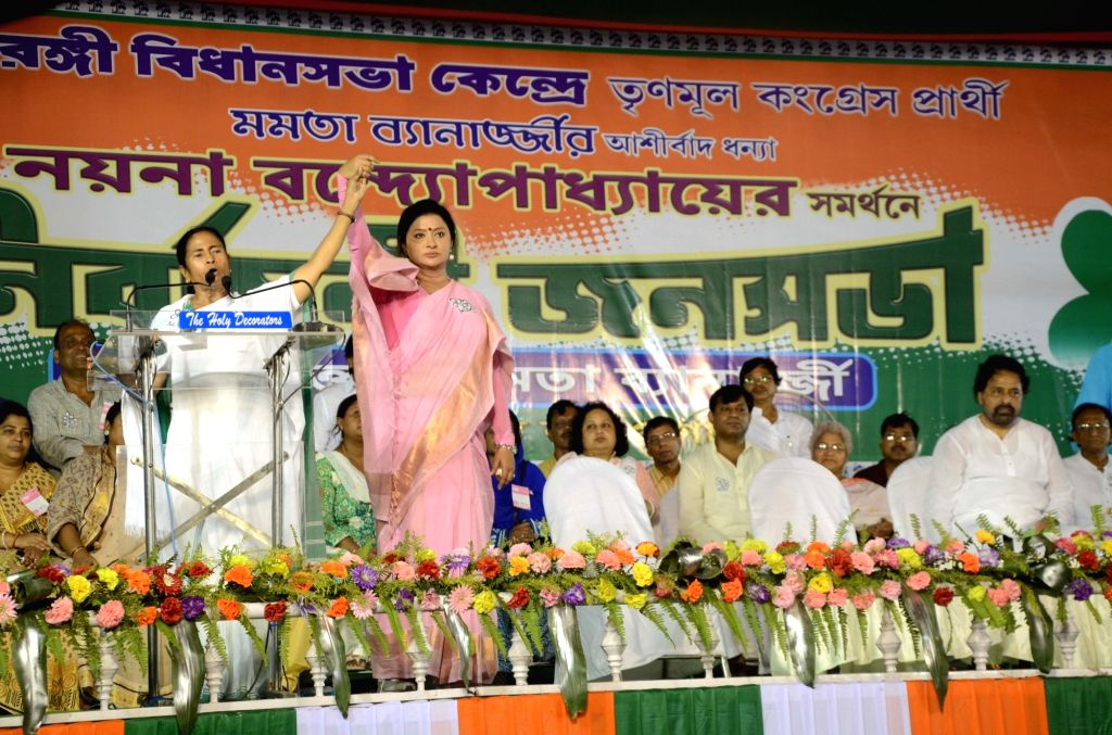 West Bengal Chief Minister and Trinamool Congress supremo Mamata Banerjee during a party rally in Kolkata, on April 17, 2016. - Mamata Banerjee