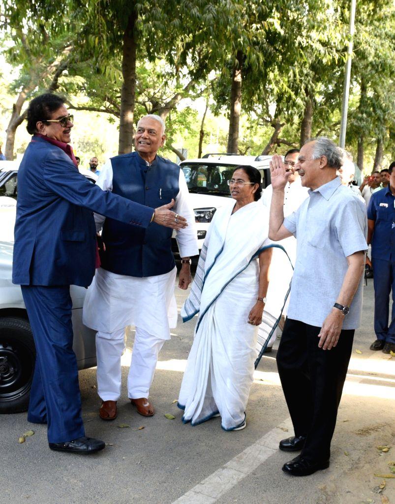 West Bengal Chief Minister and Trinamool Congress supremo Mamata Banerjee with BJP leaders Arun Shourie, Yashwant Sinha and Shatrughan Sinha at her nephew and Trinamool Congress MP ... - Mamata Banerjee, Yashwant Sinha, Shatrughan Sinha and Abhishek Banerjee