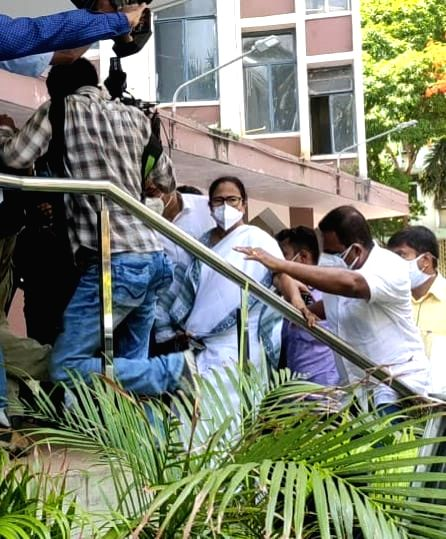 West Bengal Chief Minister Mamata Banerjee arrives at CBI office after arrest of West Bengal ministers, MLA in Narada case in Kolkata on Monday, 17 May, 2021. - Mamata Banerjee