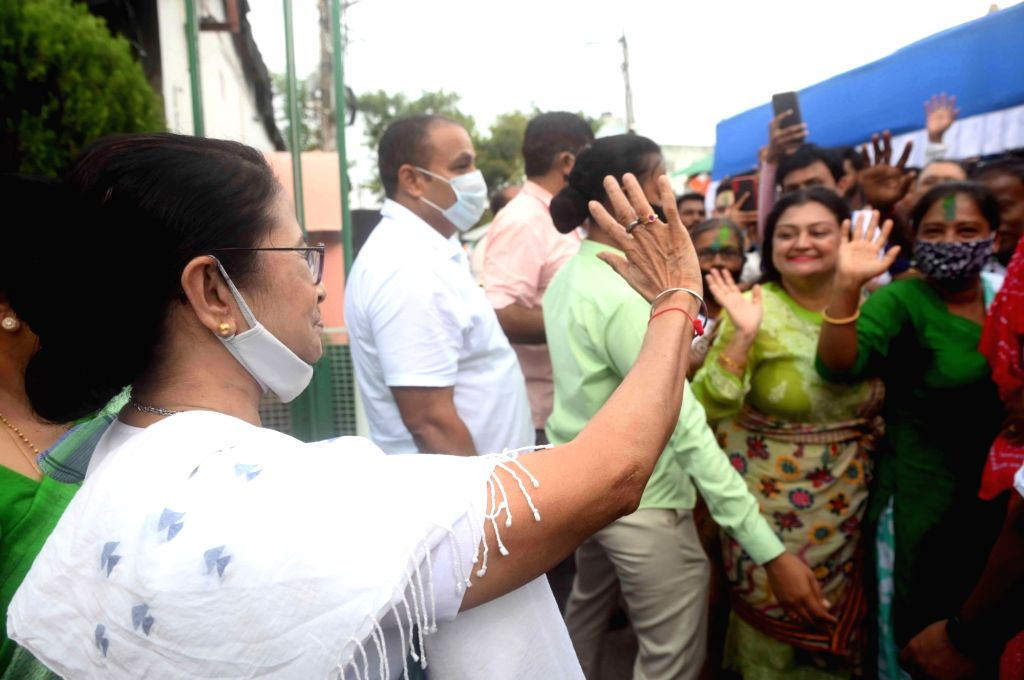 West Bengal Chief Minister Mamata Banerjee celebrate with Party supporters  after her winning bhawanipur by election in Kolkata on Sunday october 03, 2021. - Mamata Banerjee