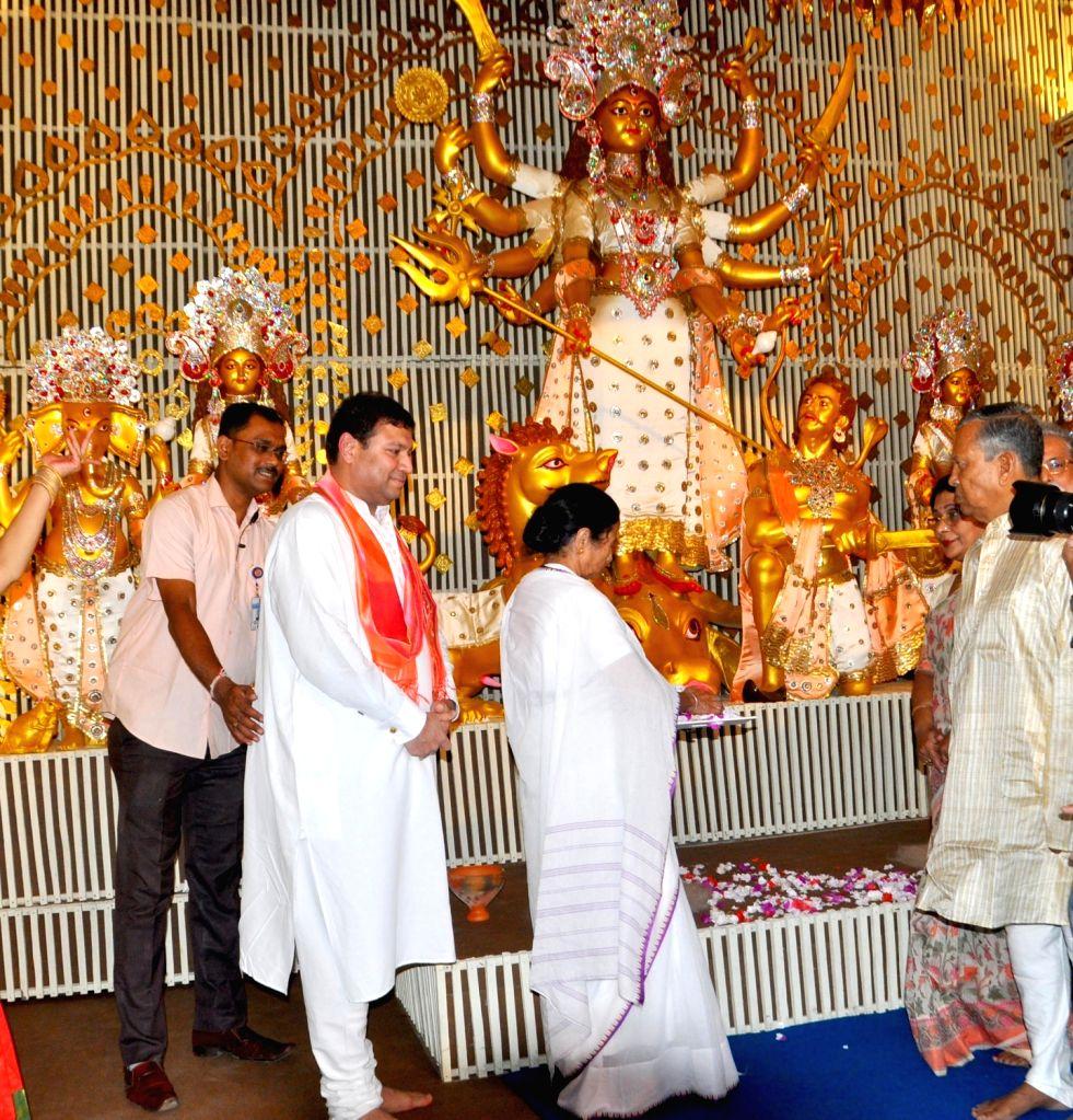 West Bengal Chief Minister Mamata Banerjee addresses at the inauguration of Durga Puja celebrations, at Chalta Bagan in Kolkata on Sep 27, 2019. - Mamata Banerjee
