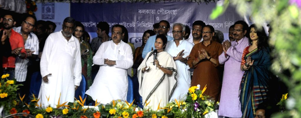 West Bengal Chief minister Mamata Banerjee inaugurate a Mall in Kolkata on 14 Aug 2013.(Photo :::IANS)